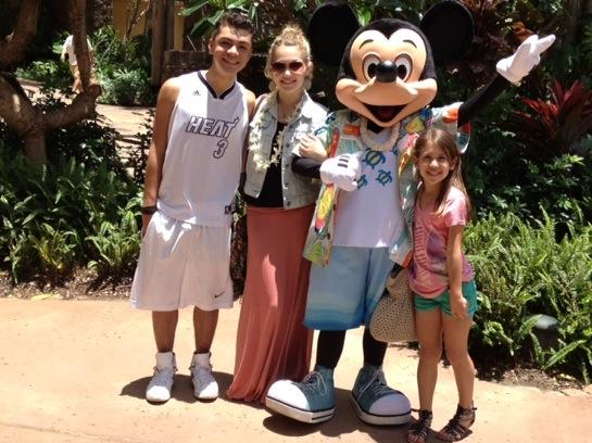 hawaii - kids with mickey