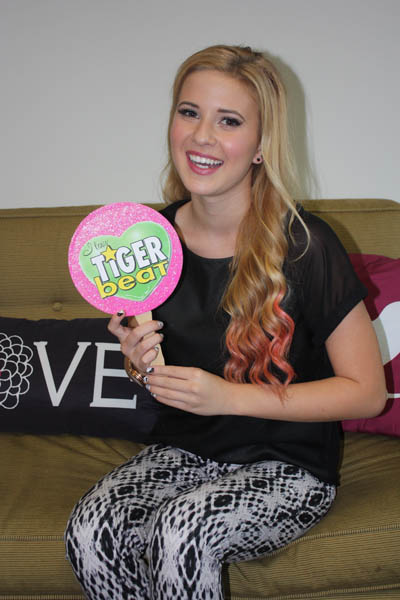 caroline sunshine pink hair