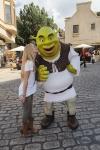 Caroline Sunshine smooches Shrek!